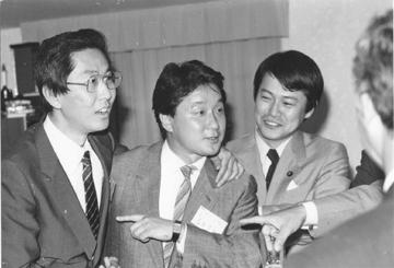 右、故中川昭一衆議院議員の若き頃のスナップである。中川氏も時局心話會会員として10年以上在籍された。
