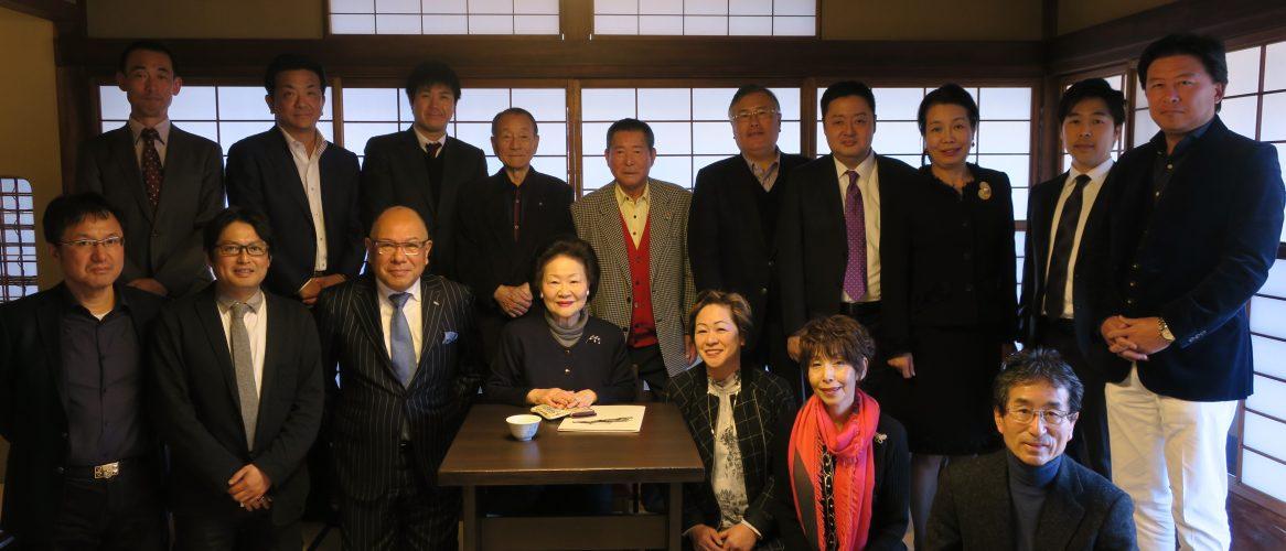 京都西尾八ツ橋の館を訪問し、西尾陽子氏から長寿企業の秘決を伺った。